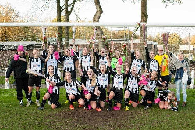 Roden VV Roden Dames kampioen-5