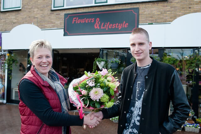 Roden bloemetje Flowers and Lifestyle