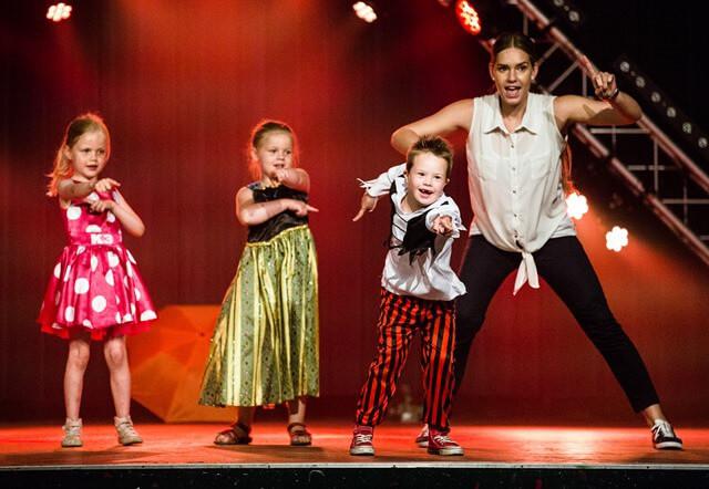 RODEN-danceshow-pompstee-03