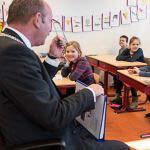 Roden Burgemeester leest voor in drents